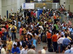 Empresas com voos atrasados podem perder direito de usar aeroportos | A Agência Nacional de Aviação Civil (Anac) estabelecerá novos critérios de distribuição dos voos entre as companhias aéreas. Empresas que não atenderem aos critérios de qualidade poderão perder os slots – horários de pousos e decolagens nos aeroportos. http://mmanchete.blogspot.com.br/2013/03/empresas-com-voos-atrasados-podem.html