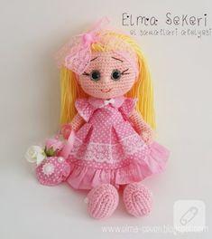 Amigurumi bebek ve pek şirin kumaş elbisesi hem örgü hem de dikiş severler için ilham verici bir çalışma. amigurumi bebek nasıl yapılır, elbise nasıl dikilir videoları da....