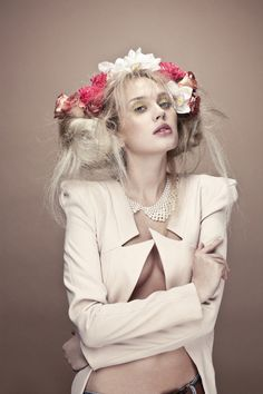 Khube Magazine Photographer : Pauline Darley Model : Elina and Polina Make up : Agathe Pons Hair : Felix Puget Stylist : Jonathan Liang Paris In Autumn, Flowers In Hair, Flower Hair, Hair Decorations, Fashion Shoot, Fashion Photography, Stylists, Feminine, Classic