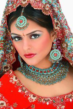Indian & Pakistani handmade bridal jewelry wedding jewellery for brides. Beautiful Wife, Most Beautiful Indian Actress, Most Beautiful Women, Pakistani Bridal Jewelry, Handmade Bridal Jewellery, Bridal Makeup Images, Indian Bridal Makeup, Wedding Jewelry For Bride, Indian Bridal Hairstyles