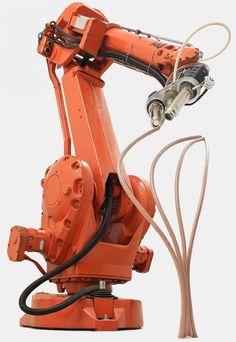 Il y a quelques mois de cela, le monde découvrait la première impression 3D. Depuis ce jour, cette nouvelle technique a été améliorée jusqu'à ce que Petr Novikov et Saša Jokić de l'Institute for Advanced Architecture of Catalonia (IAAC) ainsi que le Joris Laarman Studio, décident de monter la barre un peu plus haut.  Le résultat de la recherche de l'équipe est Mataerial, un grand outil robotisé qui peut dessiner des objets tridimensionnels sur des surfaces verticales ou horizontales.
