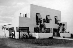 Casa da Rua Santa Cruz, São Paulo, 1927. Arquiteto Gregori Warchavchik. Foto: Hugo Zanella  [Acervo FAU USP]