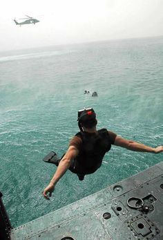 Navy Aviation Rescue swimmer, beautiful and honorable Oakley Military, Military Guns, Coast Guard Rescue Swimmer, Water Rescue, Navy Day, Navy Life, Military Pictures, Military Helicopter, Search And Rescue