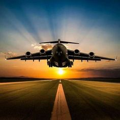 Boeing Globlemaster III take off in beautiful sunset. Military Helicopter, Military Jets, Military Weapons, Military Aircraft, Jet Fighter Pilot, Air Fighter, Fighter Jets, Airplane Fighter, Fighter Aircraft