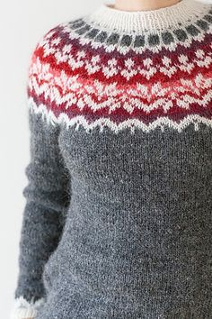 Ravelry: Afmæli - anniversary sweater pattern by Védís Jónsdóttir. I really like this, it's a beautiful pattern. Love Knitting, Fair Isle Knitting, Hand Knitting, Tejido Fair Isle, Knitting Patterns, Crochet Patterns, Icelandic Sweaters, Ravelry, Fair Isle Pattern
