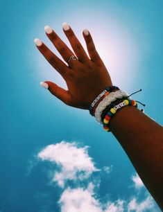 Hair and beauty summer vibes nails accessories in 2019 маник Summer Bracelets, Cute Bracelets, Summer Jewelry, Beaded Bracelets, Cute Acrylic Nails, Cute Nails, Pretty Nails, Nail Jewelry, Cute Jewelry