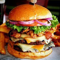 Buen provecho y feliz tarde a todos! #hamburger #buenprovecho #feliztarde