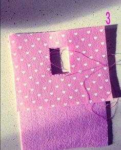 La nostra lettrice Grazia F. ci racconta come ha fatto il suo portacavi per la ricarica del cellulare. Un'idea colorata e vivace che aggiungerà un po' di ordine per esempio alla camera dei figli adolescenti.