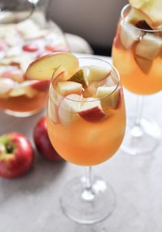 Apple Cider Sangria | http://howsweeteats.com