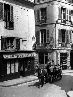 Paris Vintage, Old Paris, Vintage Black, Old Pictures, Old Photos, Vintage Photos, Paris Cafe, Paris Street, Old Photography