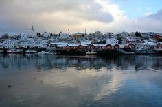 Nei villaggi di pescatori la vita ferve anche sotto zero per la stagione della pesca al merluzzo.