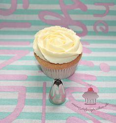 Cupcake Turtorial - Wilton Blüten-Tülle Nr. 2D I www.sweetundstyle.blogspot.de