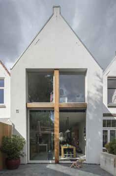 Stretched House, located in Rijswijk, Netherlands/ by Ruud Visser Architecten.