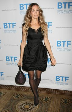 I Sarah Jessica Parker's vintage style. Celebrities In Stockings, Celebrity Stockings, Bow Pattern, Patterned Tights, Sarah Jessica Parker, Carrie Bradshaw, Red Carpet Looks, Hosiery, Vintage Fashion