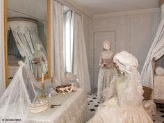 Versaiiles   Isabelle de Borchgrave - Painter, designer, artist, visual artist, discover its amazing dresses and creations of paper !