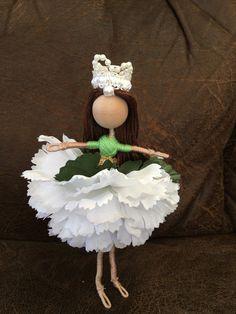 Rose flower doll by Vineesartsandcrafts on Etsy Fairy Crafts, Doll Crafts, Cute Crafts, Yarn Dolls, Felt Dolls, Paper Dolls, Handmade Flowers, Handmade Crafts, Handmade Dolls