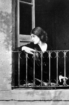 Traveling through history of Photography...Portrait de Tina Modotti au Mexique, by Edward Weston, 1923.