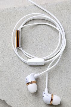 The Happy Plugs In-Ear Rose Gold and White Marble Headphones are subtle and chic! These fashionable in-ear earbuds feature a white cord, and marble earpieces. Cute Headphones, Wireless Headphones, Plugs, Accessoires Iphone, Audiophile, White Marble, White White, Tech Accessories, Smartphone