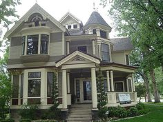 I like this house as well - all those windows and front and back stairways :)