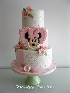Delicate Minnie Mouse Cake