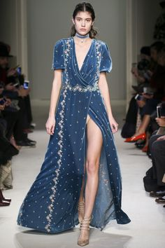 See the complete Luisa Beccaria Fall 2016 Ready-to-Wear collection.