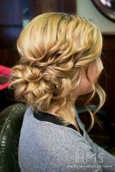 Cute bridesmaid hairstyle and really simple btw why not save this pin to your board toooooo