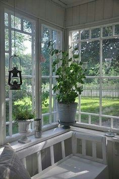 Wintergarten, Erker , Fenster Classic porch Outdoor Bar Furniture – A Necessity If You Want To Enter Cottage Shabby Chic, Cottage Style, Cottage Porch, Cozy Cottage, Swedish Cottage, Enclosed Porches, Farmhouse Interior, Coastal Interior, Brown Interior