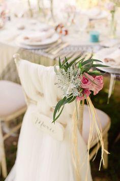 Flower Details - Photo by Matt + Lena Photography | @vweddingportuga #weddinginportugal #vintageweddinginportugal #vintagewedding #portugalwedding #weddingportugal #weddingsinportugal #myvintageweddinginportugal #rusticwedding #rusticweddinginportugal #thequinta #weddinginsintra #vintagechairs #love #weddingday #vintageflowers