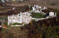 Zamek Ogrodzieniec w Podzamczu - Widok z lotu ptaka od południowego-zachodu, fot. ZeroJeden, X 2013