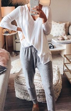 fall winter outfit inspiration - World Fashion Week Lazy Outfits, Casual Outfits, Fashion Outfits, Cute Lounge Outfits, Casual Sunday Outfit, Sick Day Outfit, Women's Fashion, Fashion 2018, Simple Outfits
