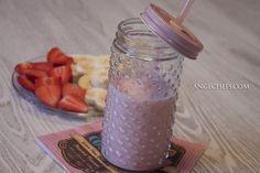 Smoothie de Fresa y Plátano! Es un batido a base de frutas y lácteos muy cremoso, cargado de vitaminas y energía, ideal para toda la familia.