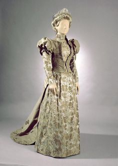 Dress for silver wedding anniversary, 1892. Photo: Jan Lindroth