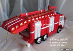 Композиция из конфет - Пожарная машина Киндер
