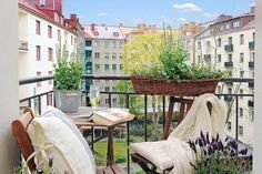 Fabulous-Spring-Balcony-Decor-Ideas-30-1 Kindesign