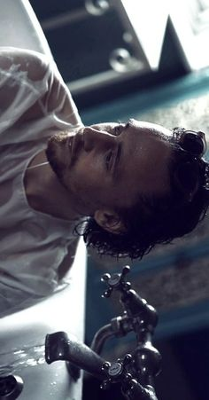 .Stunning Hiddleston, this man takes th breath right out of my chest.