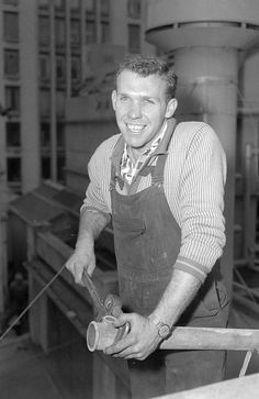 AUGUST 1959: South Melbourne footballer Bob Skilton at work. Picture: Herald Sun Image Li