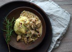 Enebærgryde er lidt en klassiker fra 80´ernes og barndommens køkken - her er den i en lækker vinter- og efterårsskøn version med champignon og god smag