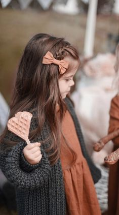 Little Girl Outfits, Little Girl Fashion, Baby Outfits, Little Dorrit, Girl Hair Dos, Baby Girl Hairstyles, Birthday Hairstyles, Toddler Hair Bows, Bow Hair Clips
