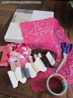 juwelen kjan je mooi ophangen op een schildersdoek bekleed met stof ::