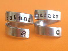 Hakuna Matata  Lion King Inspired Two Aluminum Wrap Rings Handed Stamped par FamilyHouseStampin sur Etsy https://www.etsy.com/ca-fr/listing/154147381/hakuna-matata-lion-king-inspired-two