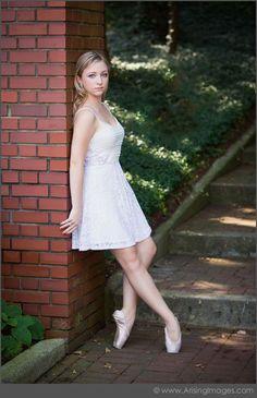Senior Portrait / Photo / Picture Idea - Girls - Dance / Dancer / Ballet / Ballerina