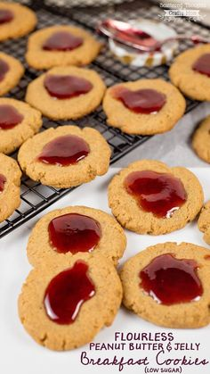 Flourless Peanut Butter and Jelly Breakfast Cookies (low sugar) (Scattered Thoughts of a Crafty Mom) Best Dessert Recipes, Fun Desserts, Sweet Recipes, Cookie Recipes, Snack Recipes, Thm Recipes, Keto Snacks, Healthy Snacks, Dinner Recipes