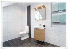 Inspiraatioita pesuhuoneen laatoitukseen - Sisustus ja Sepustus White Bathroom, Small Bathroom, Bathroom Ideas, Toilet, Haku, Google, Small Shower Room, Flush Toilet, White Bathrooms