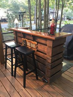 The Kona ~ Pallet Bar / Tiki Bar August Super Sale ~ The Most Incredible True Indoor & Outdoor Pallet Bar Outdoor Pallet Bar, Pallet Lounge, Diy Pallet Sofa, Diy Outdoor Table, Outdoor Kitchen Design, Indoor Outdoor, Wooden Pallet Bar, Outdoor Tiki Bar, Pallet Porch