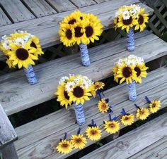 Very cute sunflower bouquets & boutonnieres. #countrywedding