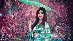 Chica Asiatica Con El Paraguas