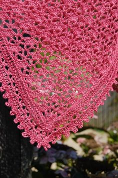 Shawl, based on this Ravelry pattern (to buy): http://www.ravelry.com/patterns/library/chale-everlasting#
