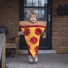 Pin for Later: 27 Food-Inspired Costume Ideas For Kids and Babies Pizza Pizza Costume, Pizza Halloween Costume, Halloween Costumes For Kids, Vintage Halloween, Vintage Witch, Halloween Halloween, Halloween Makeup, Food Costumes, Baby Costumes
