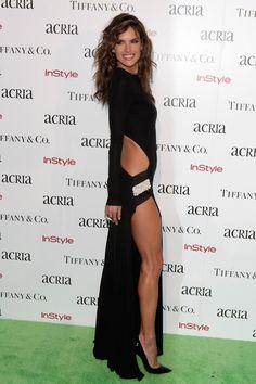 Pin for Later: Les 35 Looks Les Plus Sexys De L'année Alessandra Ambrosio Alessandra Ambrosio dans une robe Alexandre Vauthier.