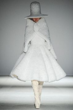 Gareth Pugh Fall 2014 Ready-to-Wear - Collection - Gallery - Look 1 - Style.com